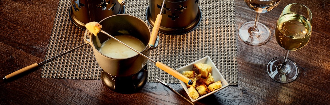 Fondue with cheese