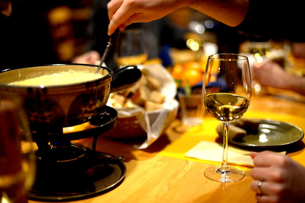 Fondue and white wine | Fondue Restaurant