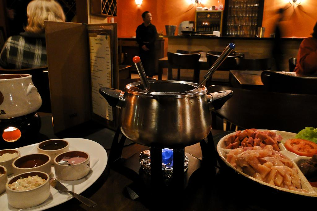 Hot fondue on the table | Restaurant Fondue
