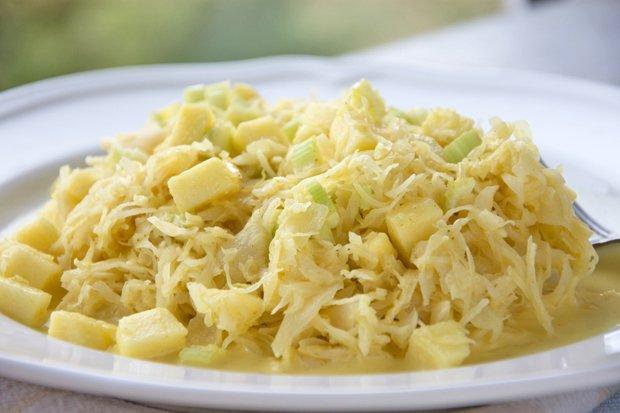 Швейцарска салата Sauerkrautsalat mit schinken