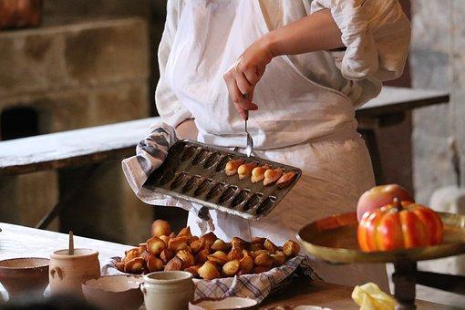 French dessert Madeleine | Restaurant Fondue