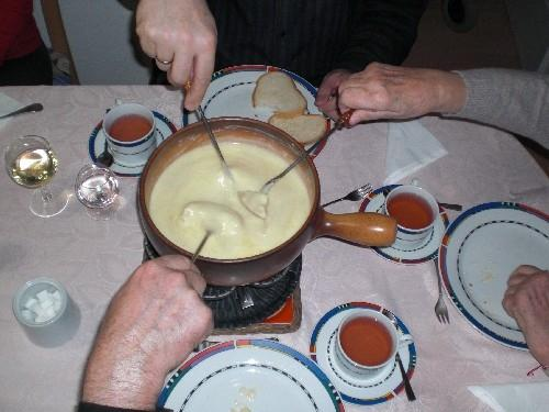 как се сервира фондю