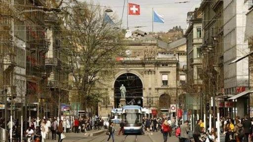 Красива улица в Швейцария