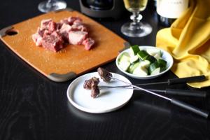 Фондю – традиционно швейцарско ястие, подходящо и за летните дни